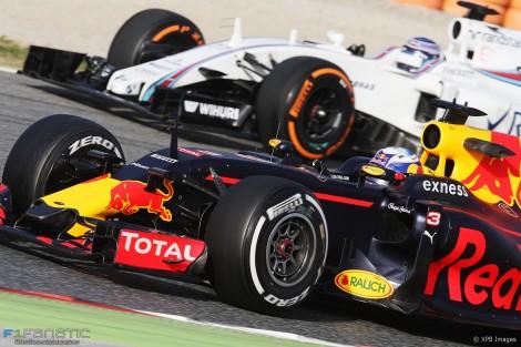 Daniel Ricciardo, Valtteri Bottas, Circuit de Catalunya, 2016