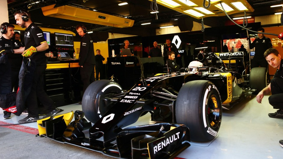 Renault plans to hire 180 more staff