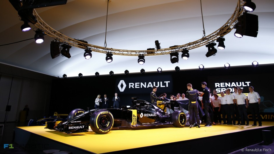 Renault reveals RS16 in black launch livery