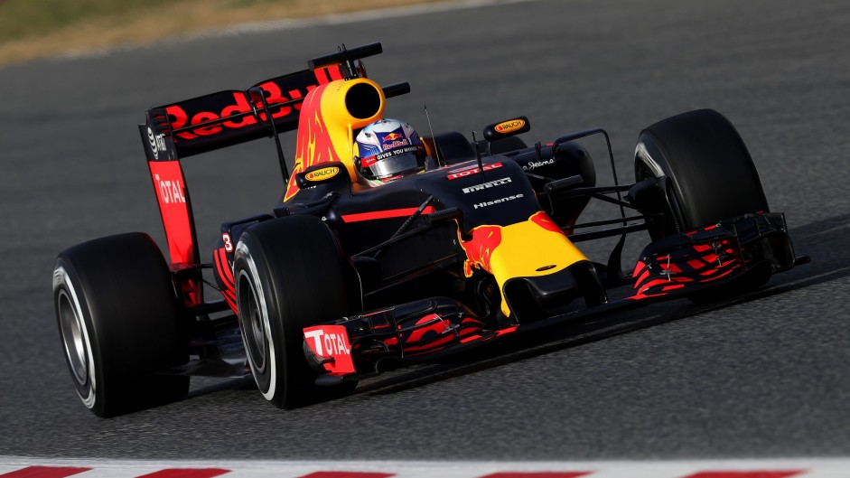 Ricciardo calls for more grip, less downforce