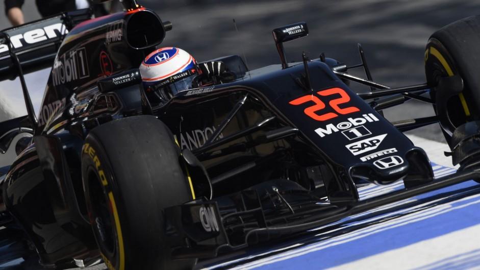 Jenson Button, McLaren, Circuit de Catalunya, 2016