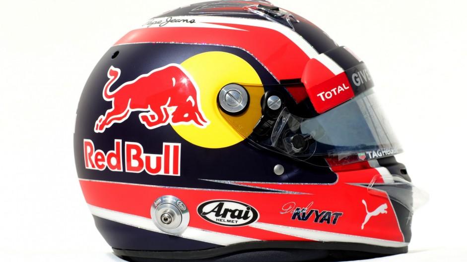 Daniil Kvyat helmet, Red Bull, 2016