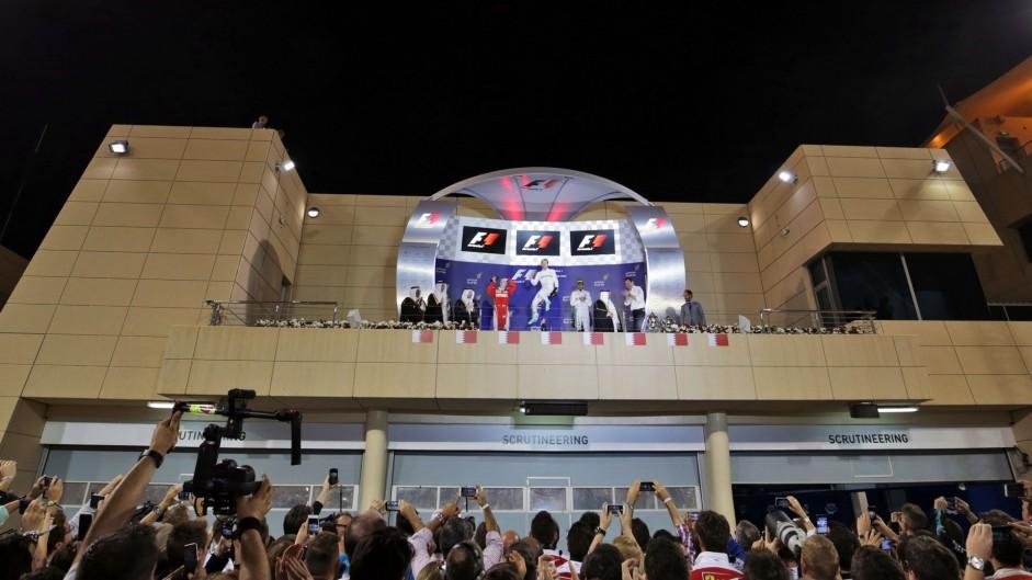 Kimi Raikkonen, Aldo Costa, Nico Rosberg, Lewis Hamilton, Bahrain International Circuit, 2016