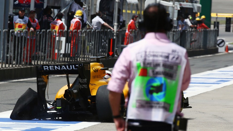 First practice red-flagged after three tyre failures
