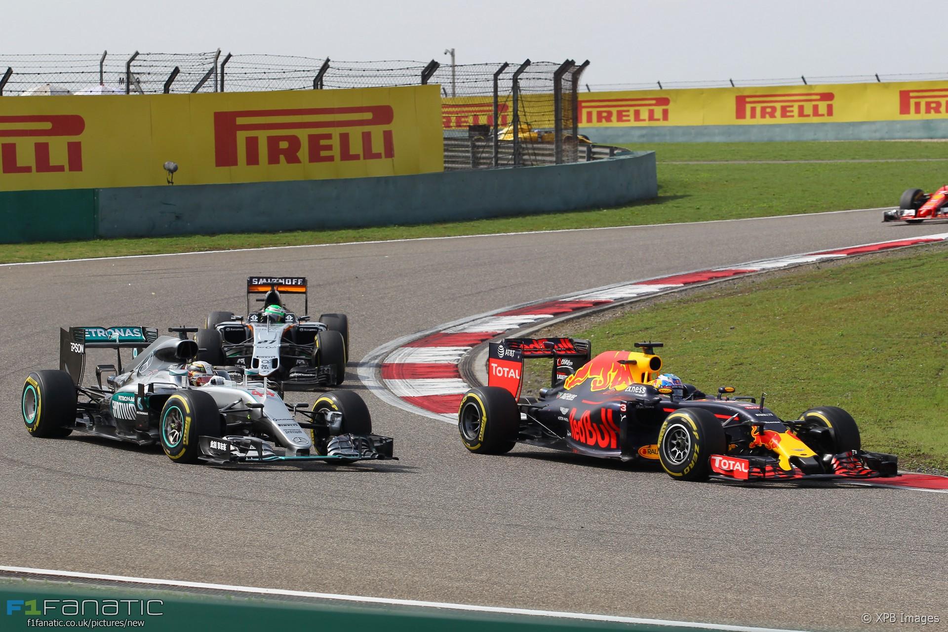 Lewis Hamilton, Daniel Ricciardo, Shanghai International Circuit, 2016