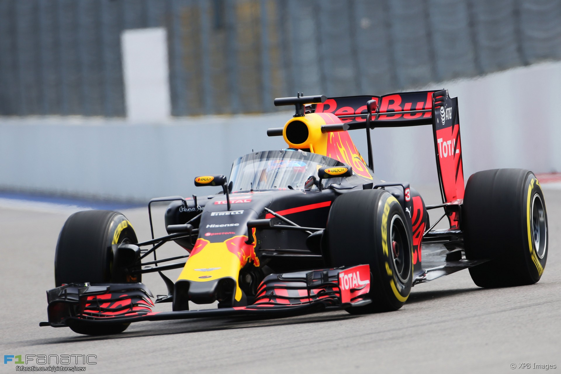 side by side compare the halo with red bull 39 s aeroscreen f1 fanatic. Black Bedroom Furniture Sets. Home Design Ideas