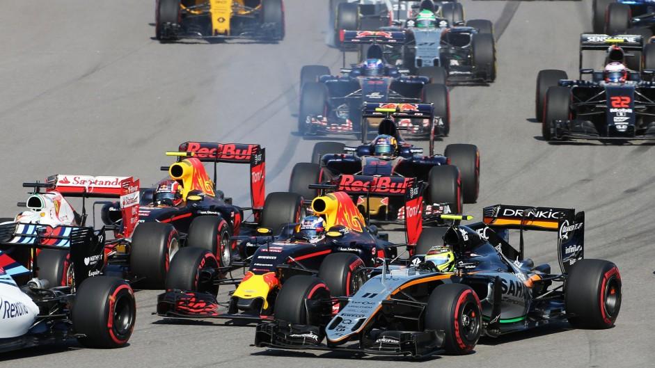 Team told me Vettel caused start crash – Ricciardo