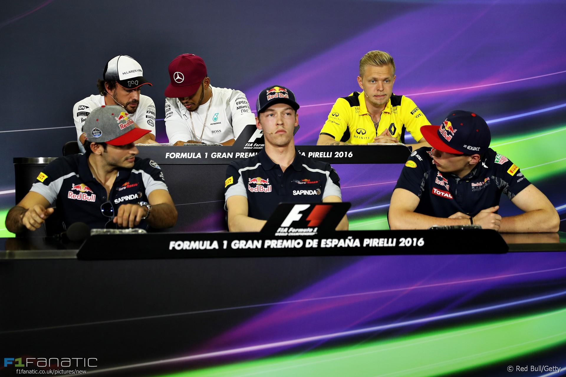 Fernando Alonso, Lewis Hamilton, Kevin Magnussen, Carlos Sainz Jnr, Daniil Kvyat, Max Verstappen, Circuit de Catalunya, 2016