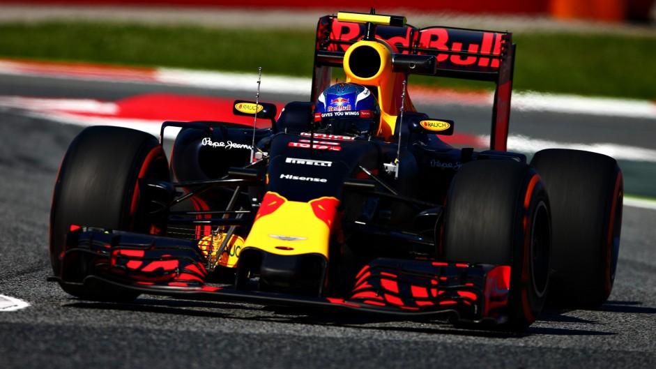 Horner lavishes praise on Ricciardo and Verstappen