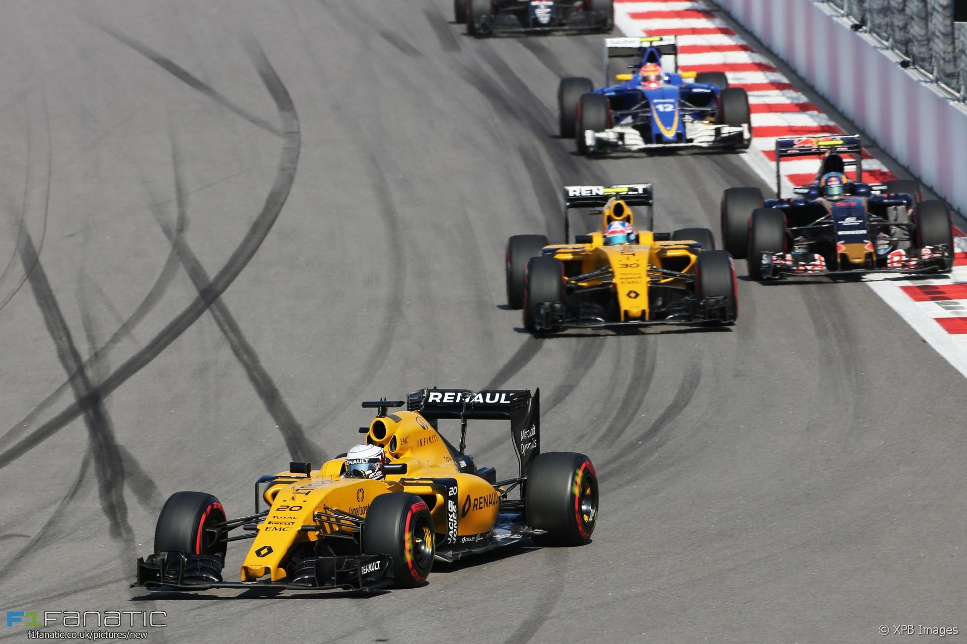 Kevin Magnussen, Renault, Sochi Autodrom, 2016