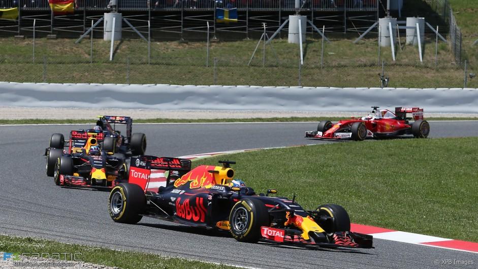"Vettel's strategy ""screwed"" my race in Spain – Ricciardo"