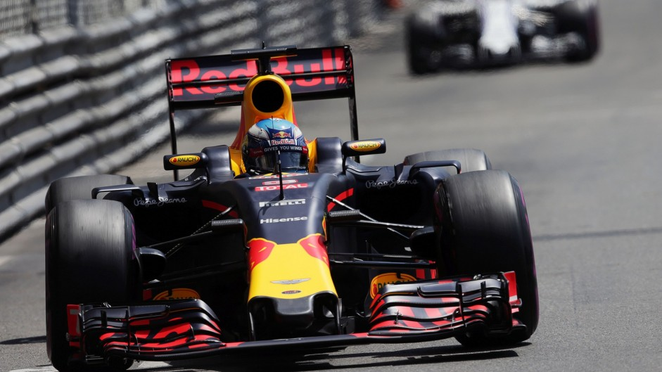 Ricciardo grabs a strategic advantage but rain could take it away