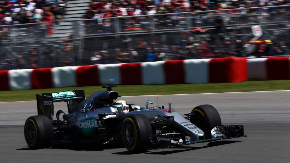 Hamilton takes Canada pole as Rosberg falters at the last
