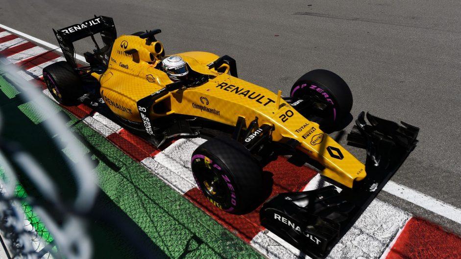 Final practice abandoned after Magnussen crash