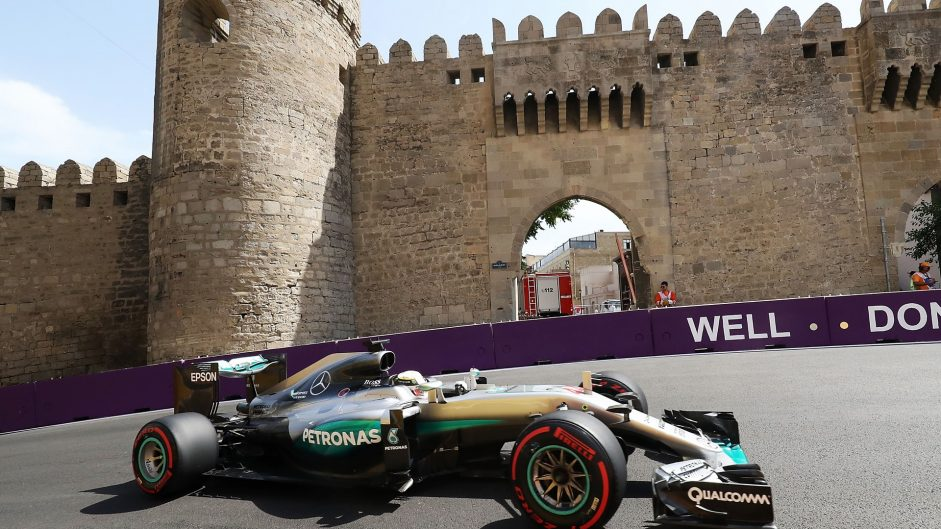 Hamilton unhappy with radio rules after engine problem