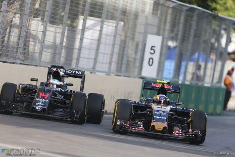 Jenson Button, McLaren, Baku City Circuit, 2016