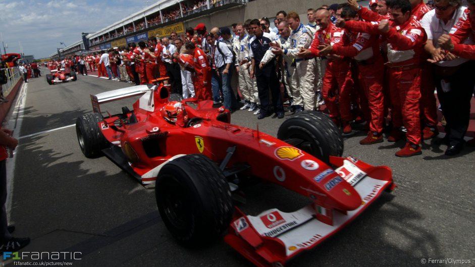 Hamilton closes on Schumacher with fifth Canada win