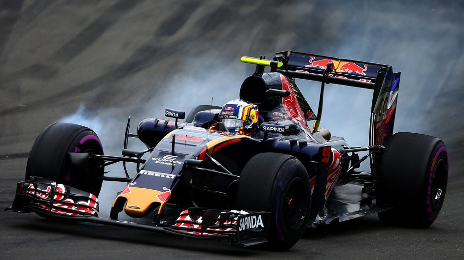 "Toro Rosso going ""backwards"" without updates – Sainz"
