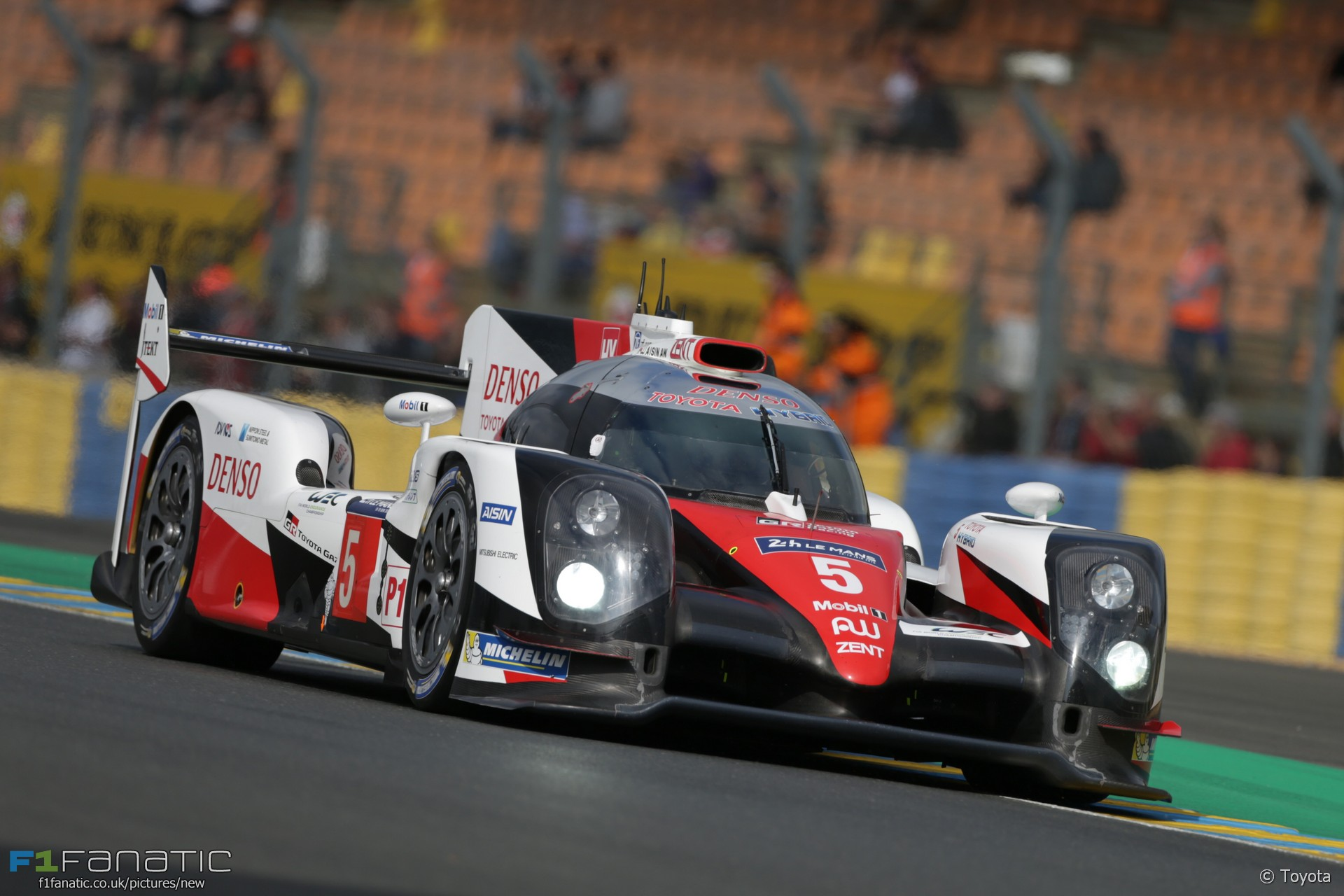 toyota le mans 24 hours 2016 f1 fanatic. Black Bedroom Furniture Sets. Home Design Ideas