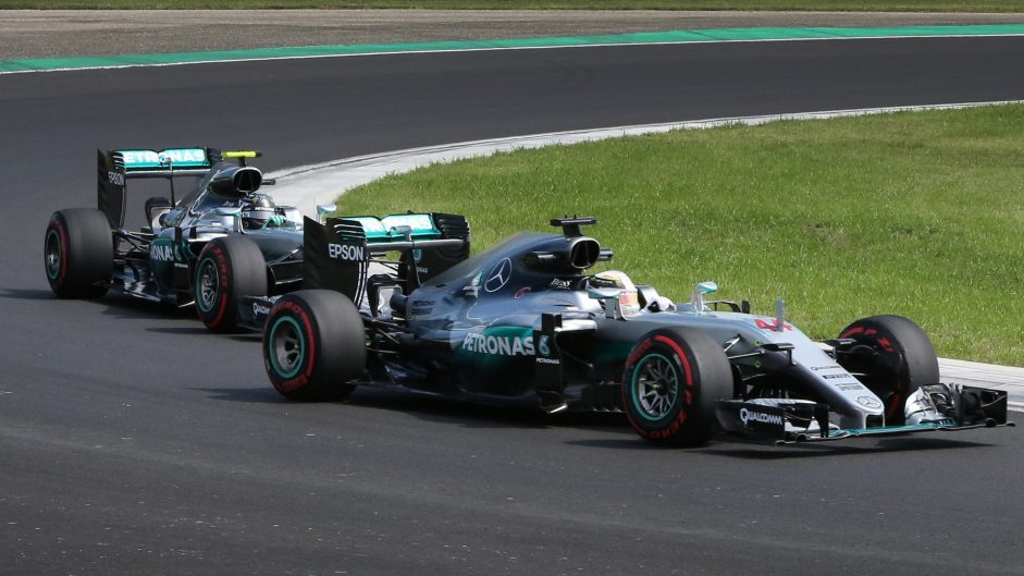 """Hamilton will hold Rosberg up """"if he's smart"""" – Horner"""