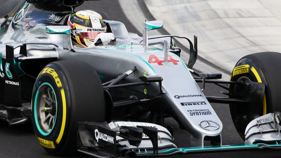 "Hamilton ""caught out by kerb"" in crash"