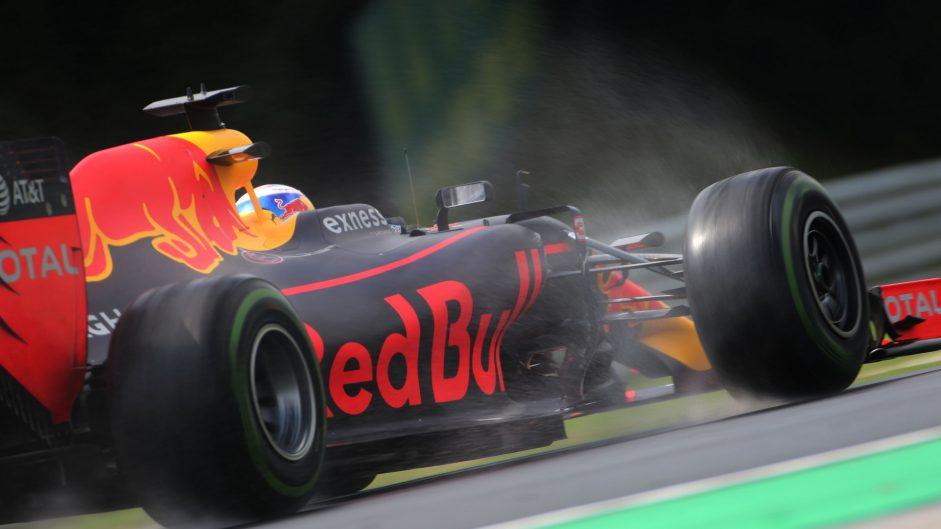 Yellow flag misfortune frustrates Ricciardo