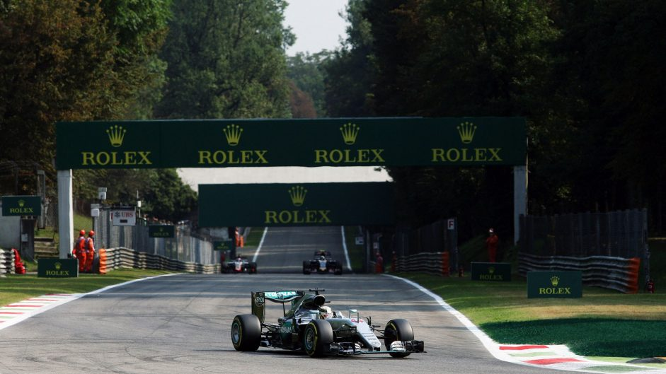Mercedes flex their muscles in final practice