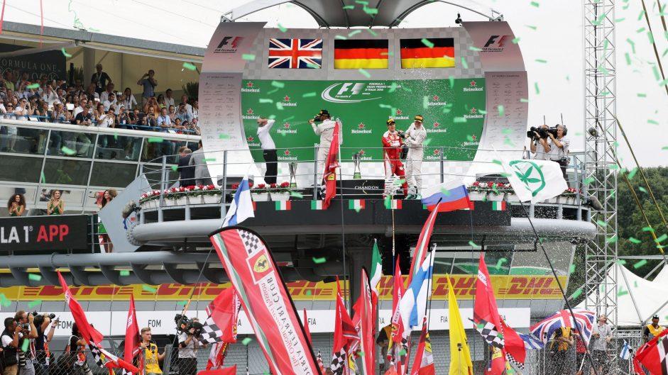 Rosberg exploits Hamilton's slow start for vital win