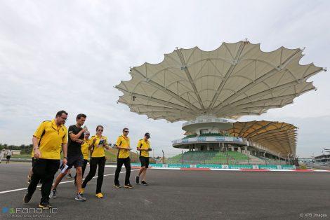 Jolyon Palmer, Renault, Sepang International Circuit, 2016