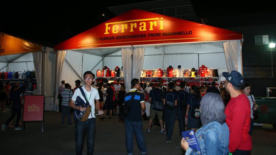 Fans, Singapore, 2016