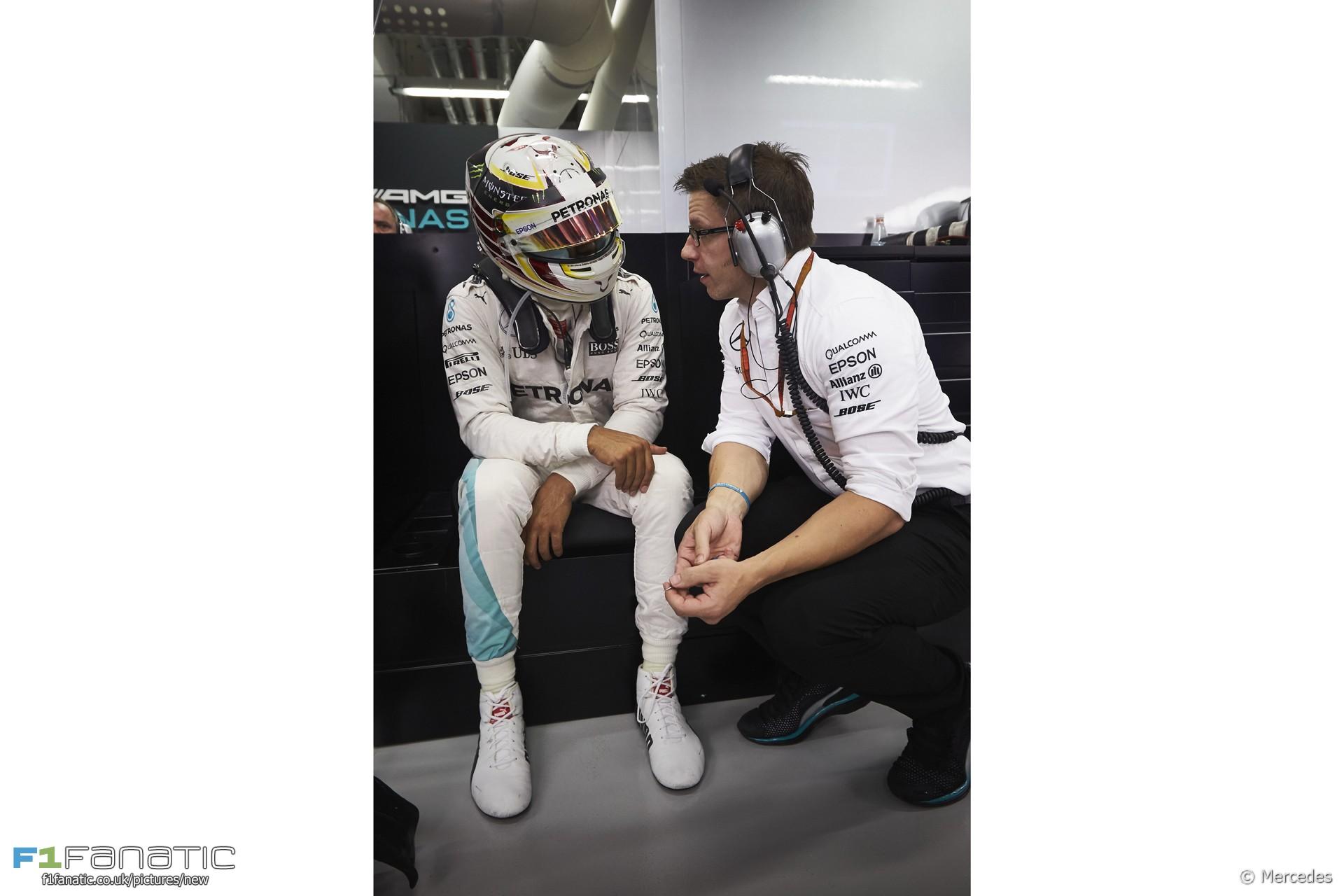 Lewis Hamilton, Pete Bonnington, Mercedes, Singapore, 2016