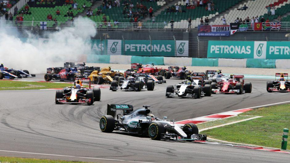 Hamilton heartbreak hands Ricciardo victory