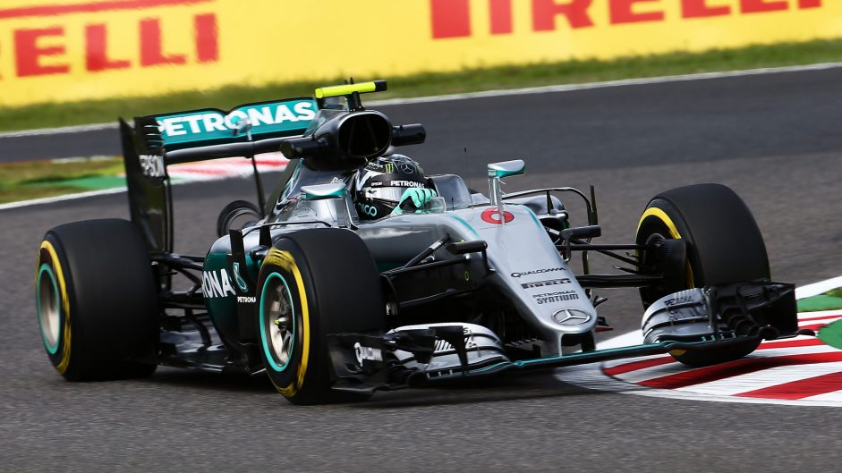 Rosberg edges Hamilton in close second session