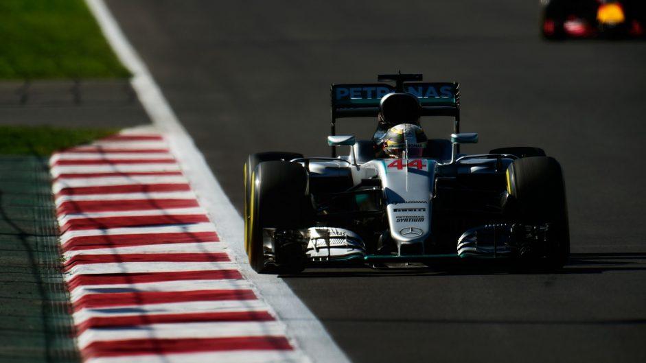 Hamilton wins Mexican Grand Prix ahead of Rosberg