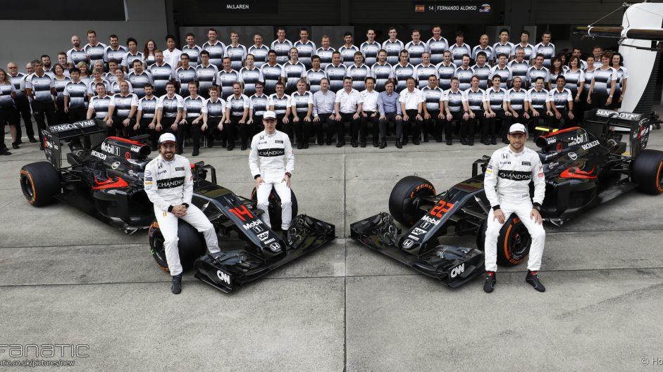 Fernando Alonso, Stoffel Vandoorne, Jenson Button, McLaren, Suzuka, 2016
