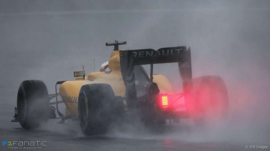 Magnussen unhappy with Safety Car calls