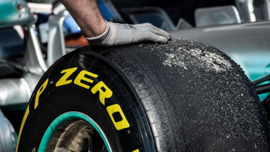 """Pirelli """"very unlikely"""" to use backup 2016-style tyres"""