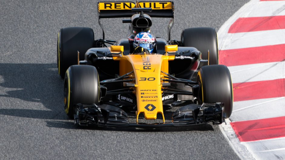 Palmer astonished by Mercedes and Ferrari's mileage