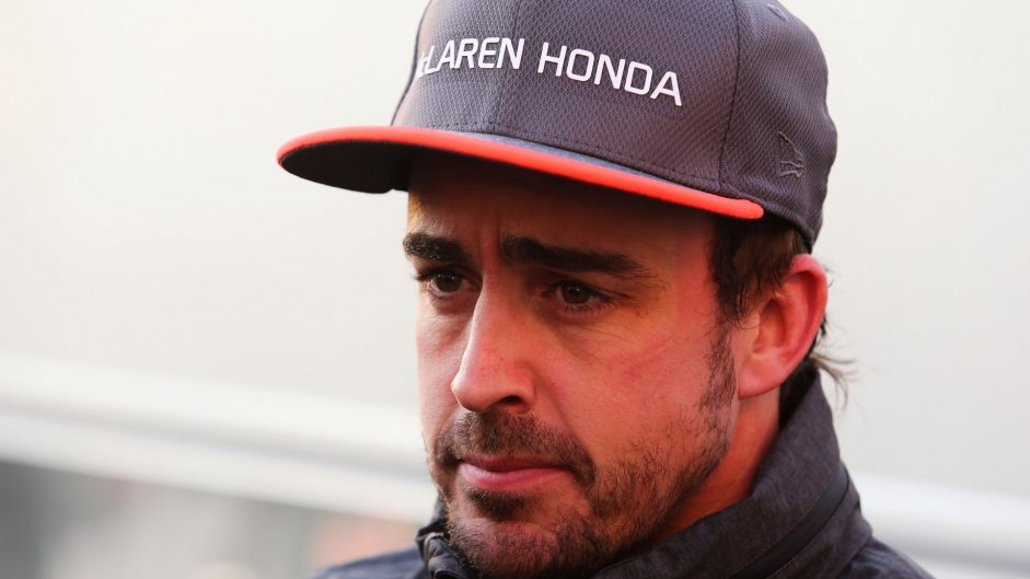 "Alonso expecting ""difficult weekend"" for McLaren"