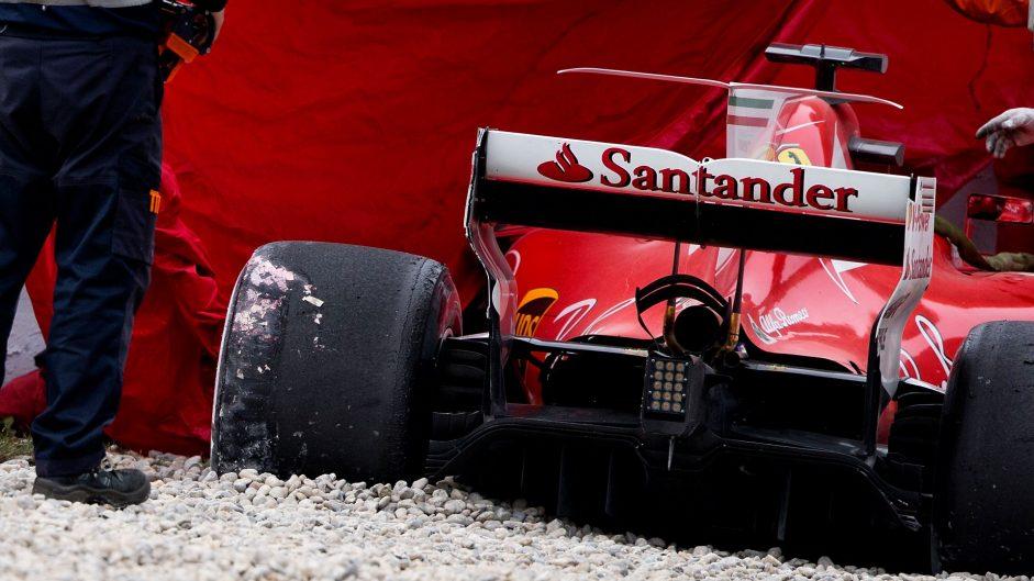 Bottas sets new benchmark as Raikkonen crashes