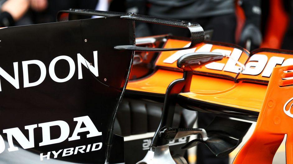 McLaren MCL32 engine cover T-wing, Shanghai International Circuit, 2017