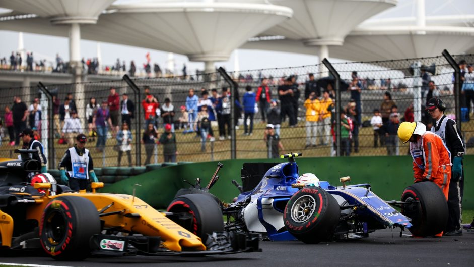 Grosjean and Palmer hit with five-place penalties