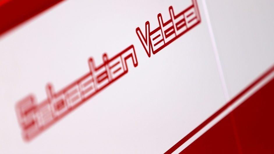 Sebastian Vettel sign, Bahrain International Circuit, 2017