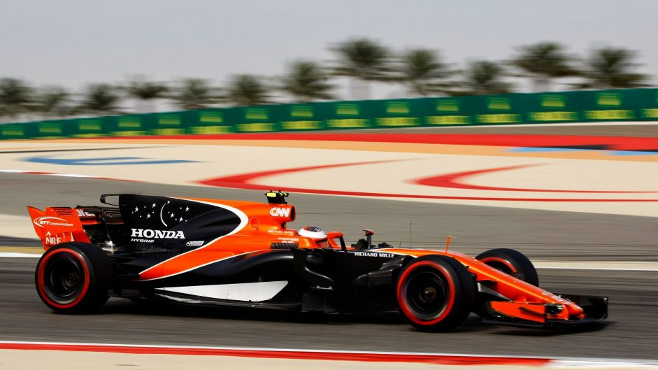 Stoffel Vandoorne, McLaren, Bahrain International Circuit, 2017