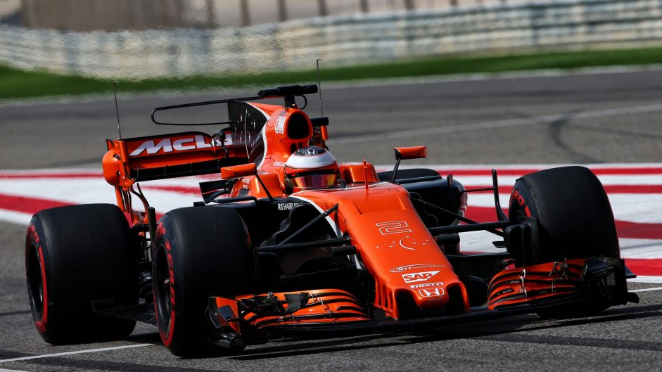 Stoffel Vandoorne, McLaren, Bahrain International Circuit, 2017