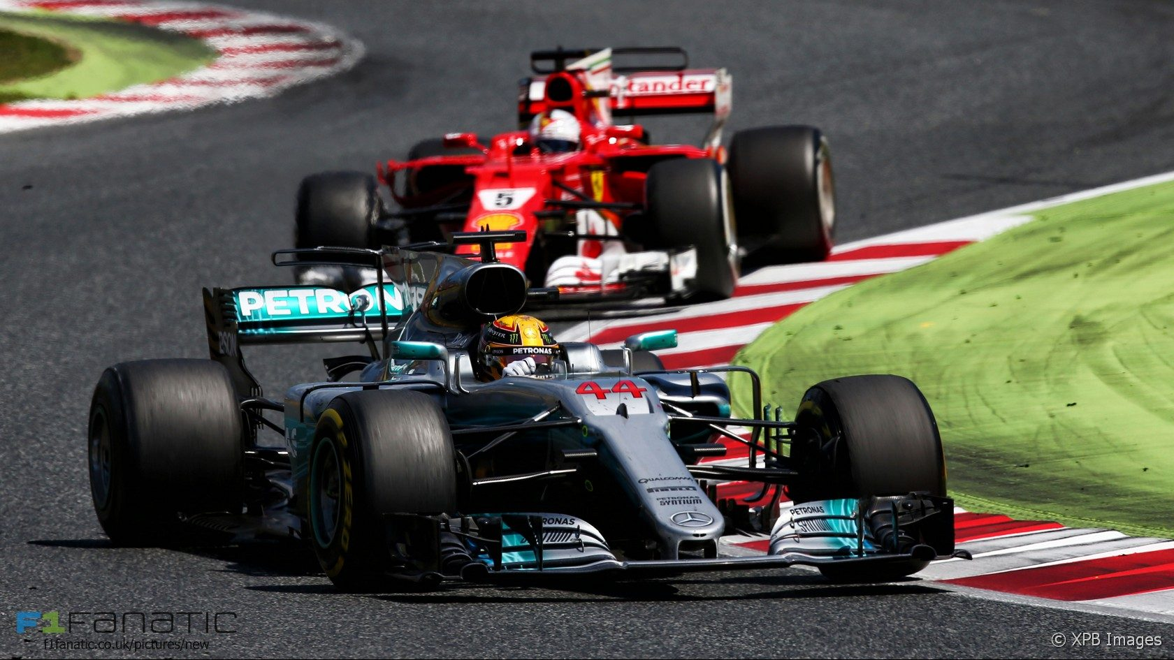 hamilton wins in spain after dramatic duel with vettel. Black Bedroom Furniture Sets. Home Design Ideas