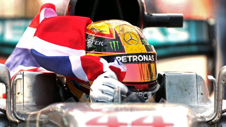Hamilton hits back as title fight tightens up in Canada
