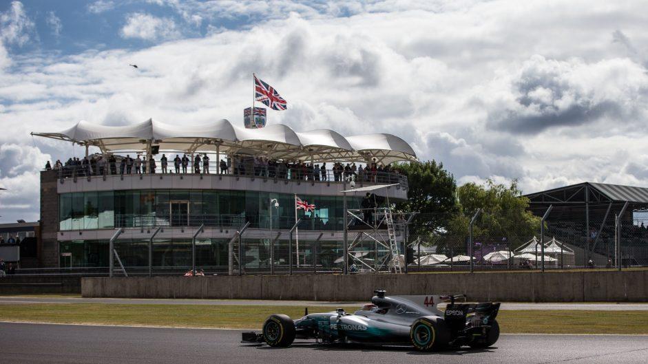 Hamilton fastest in tight final practice