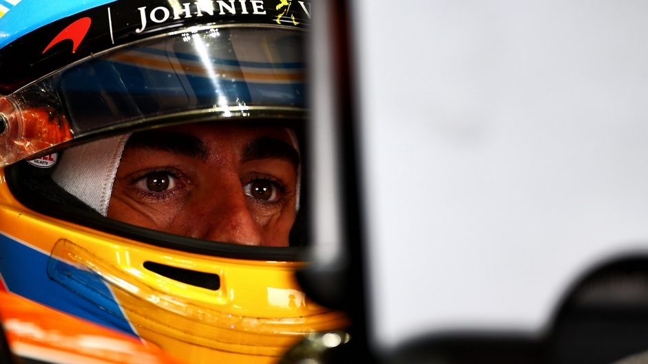 Alonso says he isn't paying attention to the F1 driver market