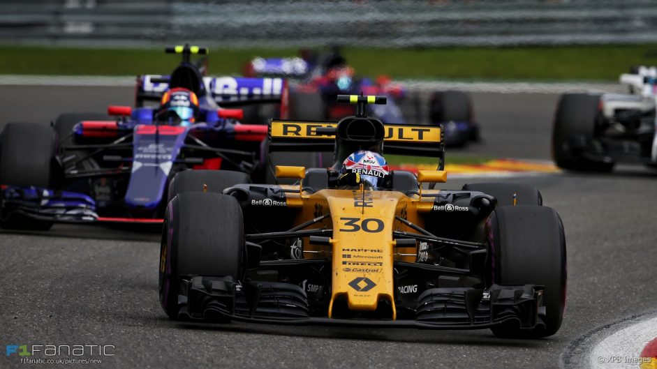Sainz unlikely to replace Palmer before 2018